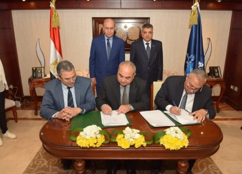توقيع عقدين بين النقل النهري وهيئة قناة السويس لتصنيع والقاء الشمندرات