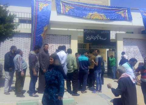 المواطنون يتوافدون على لجان الحي السادس بأكتوبر في ثاني أيام الاستفتاء
