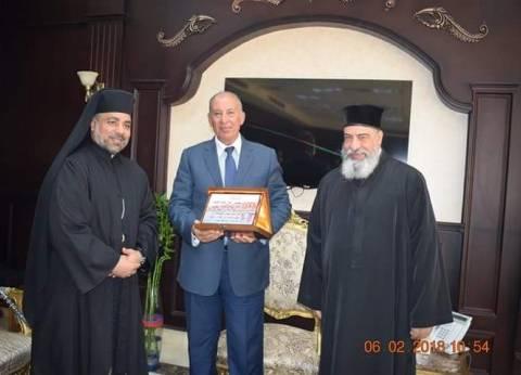 مطران الأقباط الكاثوليك يهنئ محافظ البحر الأحمر بالعيد القومي للمحافظة