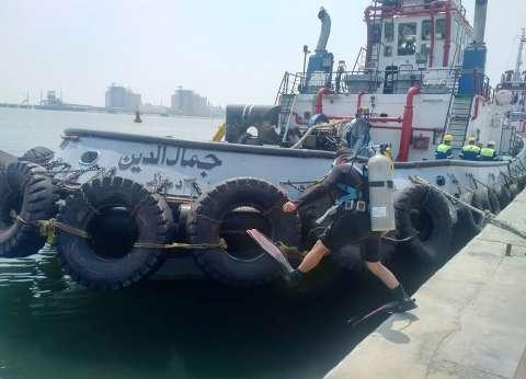 """ميناء دمياط تجري """"مناورة حصر عطب"""" بإحدى الوحدات البحرية"""