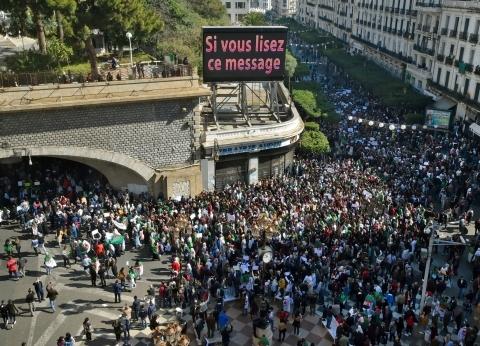المعارضة الجزائرية تجتمع اليوم للرد على قرارات بوتفليقة