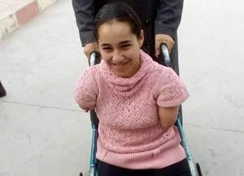 """الإعاقة لم تمنع رحمة من مشاركة والدتها فرحة الانتخابات: """"بحب مصر"""""""