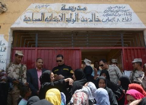 بالصور| زحام أمام لجان أسوان في ثالث أيام الاستفتاء