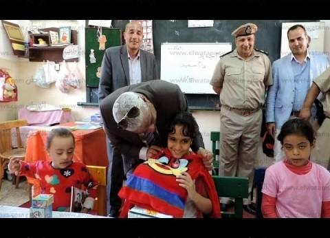 مدير أمن كفر الشيخ يوزع أدوات مدرسية على ذوي القدرات الخاصة