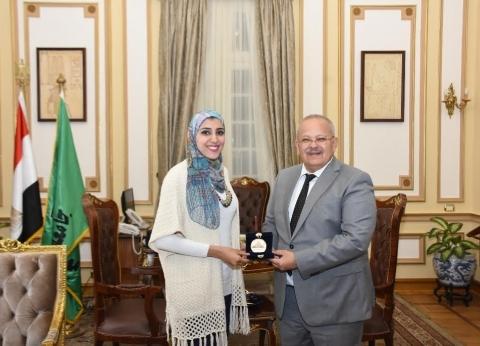 """""""الخشت"""" يكرم الطالبة الحاصلة على المركز الثالث ببطولة العالم للكاراتيه"""