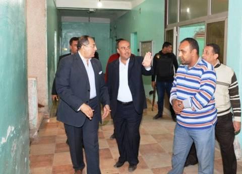 محافظ سوهاج يتفقد الوحدة المحلية بقرية الحواويش