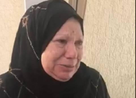 بالفيديو| سيدة سبعينية تبكي خلال التصويت بالإمارات: محدش مقدر قيمة مصر