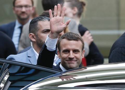 ماكرون يهنئ الرئيس الإيراني: فرنسا حريصة على تطبيق الاتفاق النووي