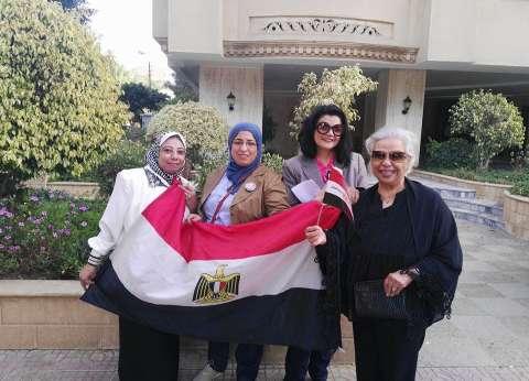 توافد المواطنين على اللجان الانتخابية في قنا