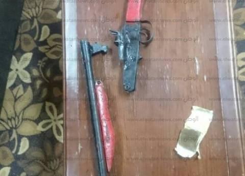 ضبط بندقية خرطوش و5 كيلو بانجو في أسوان