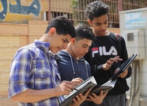 حضر الطلاب وغاب «السيستم».. و«التعليم» تسقط فى أول اختبارات «التابلت».. والوزارة: هدفنا قياس أداء المنظومة