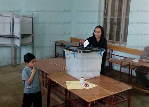 السيدات وكبار السن يسجلون حضورا كبيرا على اللجان الانتخابية بالغردقة