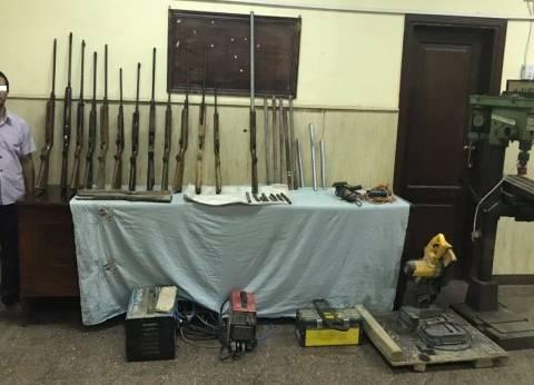 """ضبط """"حداد"""" بتهمة تصنيع الأسلحة النارية داخل ورشة في الإسكندرية"""