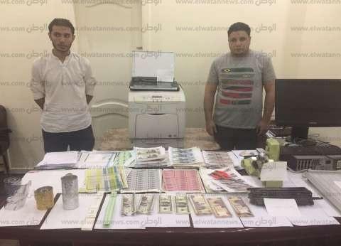 ضبط عاطلين بتهمة تزوير عملات والنصب على المواطنين في الطالبية