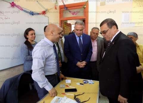 """""""سامي"""" ومدير الأمن يتفقدان العملية الانتخابية بالفيوم"""