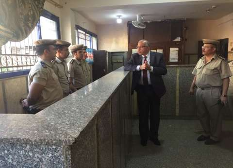 مدير أمن القليوبية يفاجئ مركزي شرطة طوخ وشبين القناطر ويتفقد سير العمل