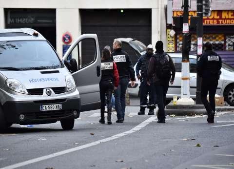 """فرنسا تعثر على """"جواز سفر سوري"""" قرب جثة أحد منفذي """"هجمات باريس"""""""