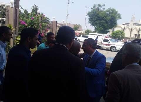 محافظ سوهاج الجديد يصل إلى مكتبه ويستقبل التهاني بالديوان العام