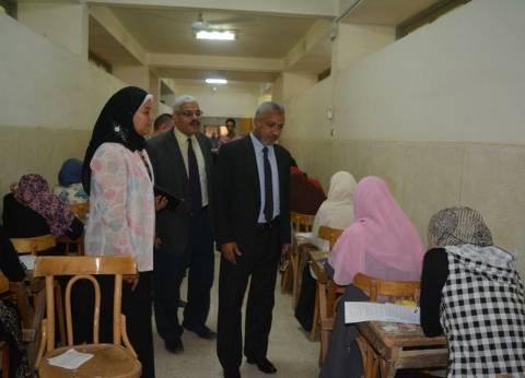 """نائب """"رئيس الأزهر"""" يتابع سير امتحانات فرع الجامعة بأسيوط"""
