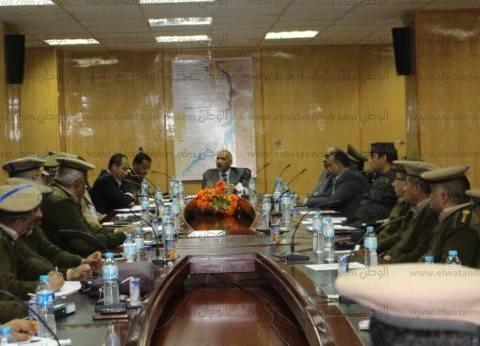 مدير أمن أسوان يجتمع بقيادات المديرية لمراجعة الخطط الأمنية