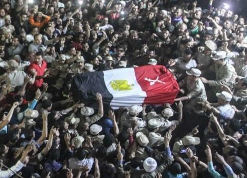 الآلاف من أهالي قرية صراوة يشيعون جثمان شهيد العمليات بسيناء