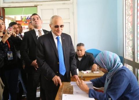 """العصار في طابور التصويت على التعديلات الدستورية: """"المصريين في عنينا"""""""