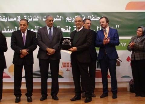 """اتحاد الصناعات يمنح """"العربي"""" جائزة مسابقة """"أعمال رائدة"""" لتحقيق التنمية"""