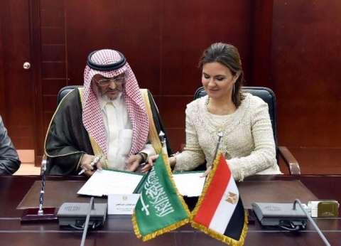 سحر نصر توقع اتفاقيتين مع لجنة المنحة السعودية