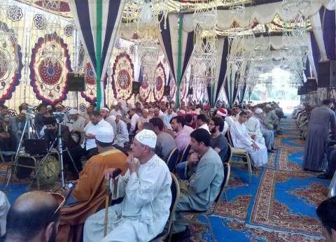 بالصورا الأهالي يحتشدون في عزاء أمين عام نقابة قراء القرآن بالبحيرة
