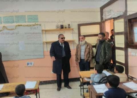 محافظ مطروح يطمئن على سير امتحانات الشهادة الإعدادية بالمحافظة
