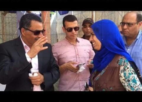 مدير أمن الإسماعيلية يعد مواطنة بحل مشكلة نقلها من مستشفى الحميات