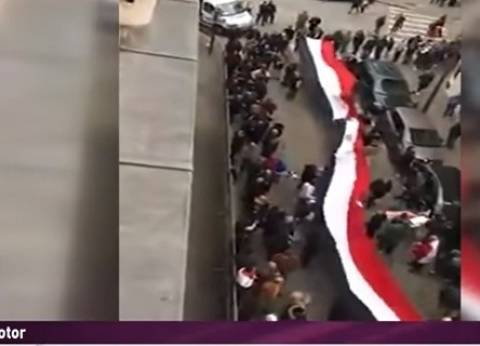 المصريون بفرنسا يشاركون في الانتخابات بأكبر علم
