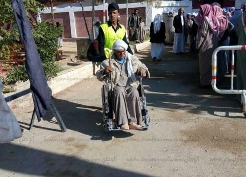 بالصور| أبناء جنوب سيناء من ذوي الاحتياجات الخاصة يتحدون إعاقتهم ويشاركون بالانتخابات