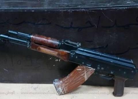 """ضبط عاطل بحيازته بندقية آلية و1.5 كيلو """"بانجو"""" في أسوان"""