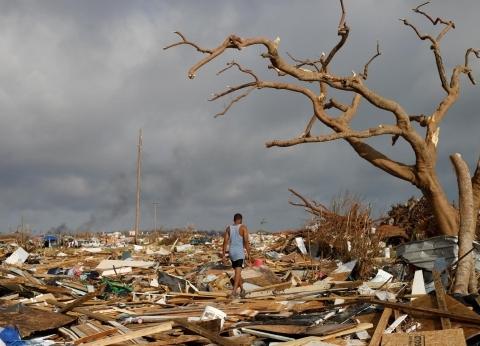 """جثث وصدمات نفسية.. آثار إعصار """"دوريان"""" تخيم على جزر البهاما"""