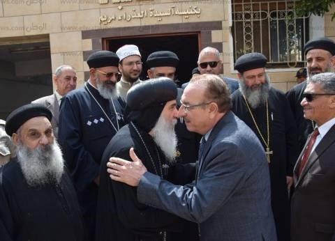 محافظ بني سويف يزور الكنائس والأديرة للتهنئة بعيد القيامة المجيد