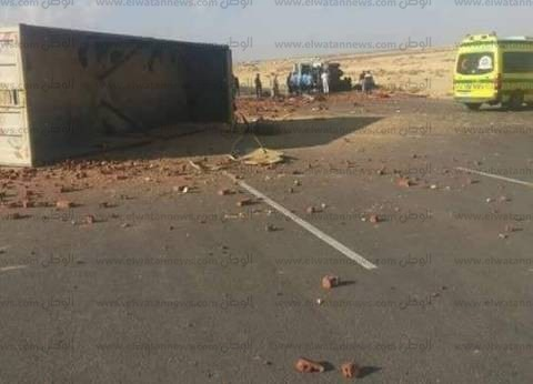 بالصور| مقتل 5 وإصابة 2 آخرين في حادث تصادم سيارتين على طريق العلمين