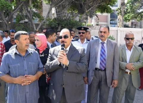 محافظ الإسكندرية يتفقد سير العملية التعليمية بالمدارس