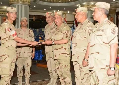 بالصور| لقاء رئيس الأركان مع أعضاء هيئة التدريس وطلبة الكليات العسكرية