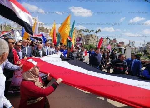 بعلم مصر.. مسيرة حاشدة لشباب كفر الشيخ تحث على المشاركة بالاستفتاء