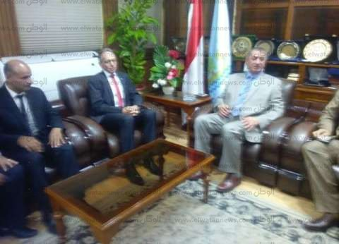 اليوم.. محافظ كفر الشيخ والسفير الاسترالي يضعان حجر أساس مصنع الرمال