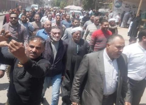 مسيرة لأهالي حي الجناين بالسويس للإدلاء بأصواتهم في الاستفتاء
