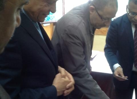 محافظ الجيزة يدلي بصوته في الاستفاء علي التعديلات الدستورية