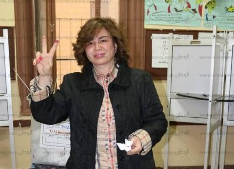 """إلهام شاهين مهنئة السيسي بفوزه في الانتخابات الرئاسية: """"مصر بتفرح"""""""