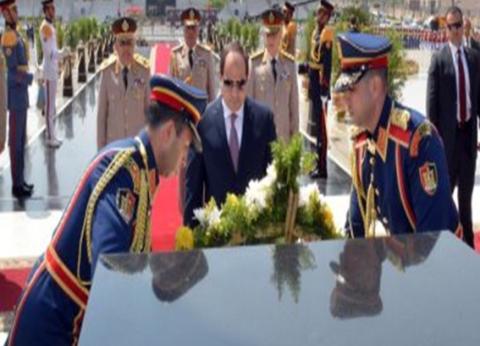 """السيسي يضع أكاليل الزهور على قبر الجندي المجهول و""""السادات"""" و""""ناصر"""""""