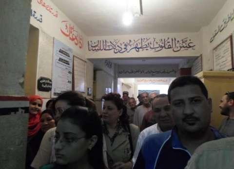 ضبط مندوب مرشح يوزع دعاية انتخابية أمام لجنة في إدفو بأسوان