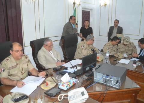 محافظ المنيا يتابع سير الانتخابات الرئاسية عبر شاشات غرفة العمليات