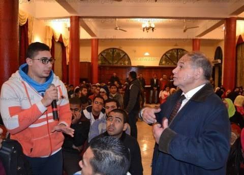 رئيس جامعة الإسكندرية يدعو الطلاب إلي تنمية قدراتهم في التعلم