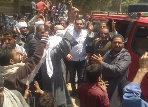 أهالي عرب التتالية بأسيوط يدلون بأصواتهم في الاستفتاء بهتافات تحيا مصر