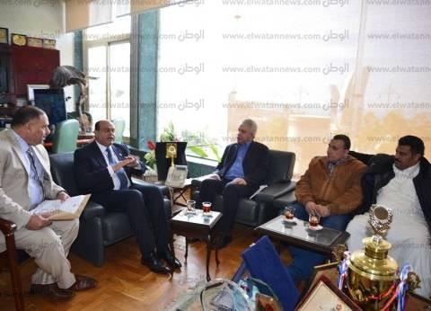 بعد لقائه مع رئيس الجمارك الليبية.. محافظ مطروح ينجح في إعادة فتح منفذ مساعد